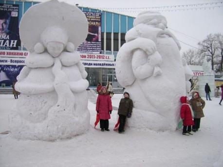 снежные Дед Мороз и Снегурочка