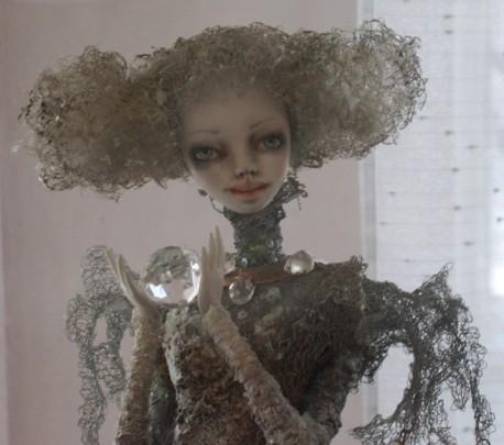 У куклы необычное лицо