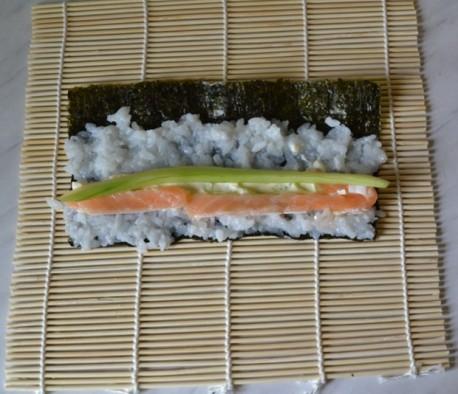 Огурец с сыром и сёмгой для суши