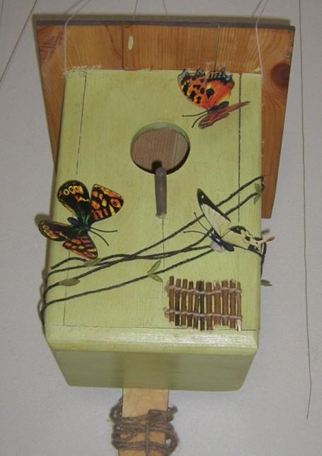 бабочки на скворечнике